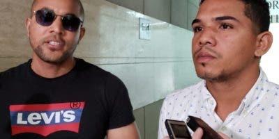 Ottoniel Gutiérrez y Carlos Escoto, dueños de  peluquería.