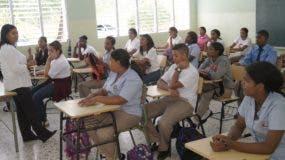 En algunas escuelas estudiantes no asistieron por la falta de uniformes y útiles escolares.  ELIESER TAPIA