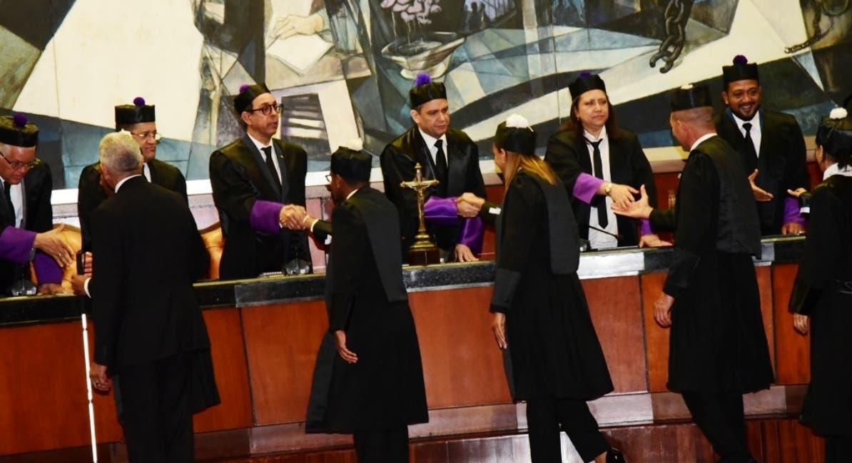 Jueces de  Suprema cuando encabezaron juramentación de nuevos abogados.  fuente externa
