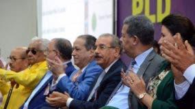 Danilo Medina, Leonel Fernández y miembros del Comité Político del PLD.  Fuente externa