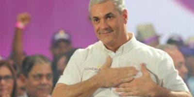 Gonzalo Castillo encabezó actividad en Santiago.