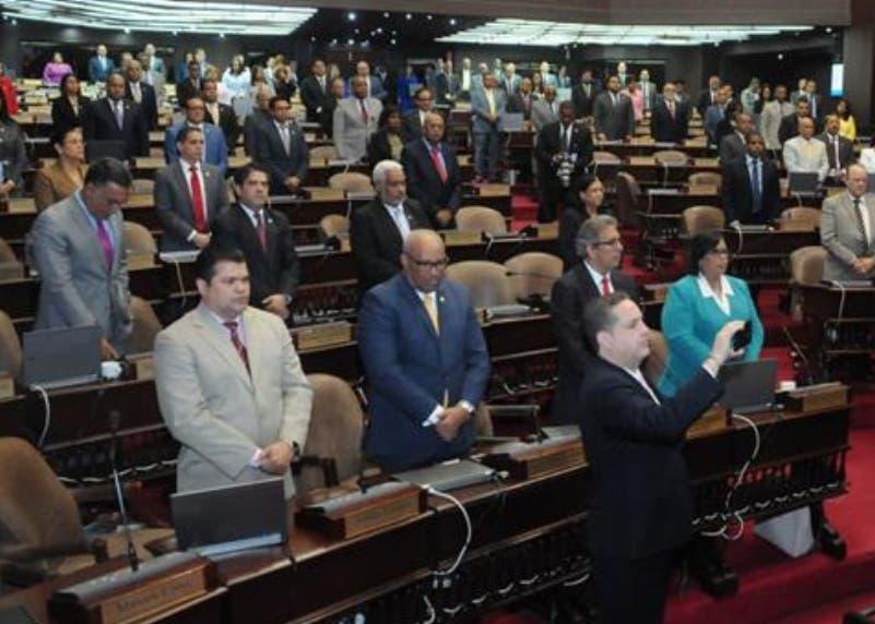 El  Congreso Nacional  aprobó a la carrera ambas normativas.