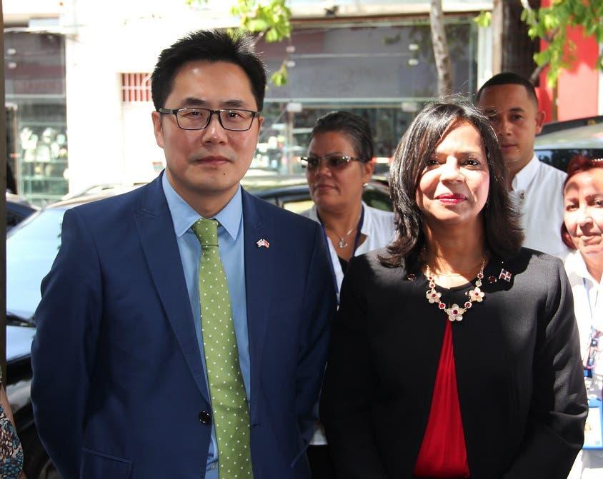 Embajada China apoya a ProConsumidor para mejorar el Barrio Chino