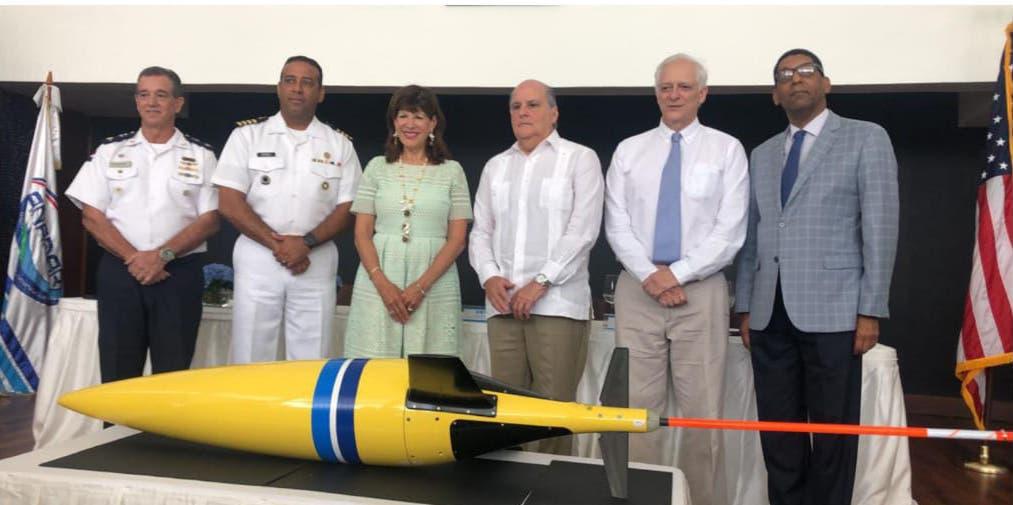 EE.UU presenta a la Armada dominicana dispositivo para dar seguimiento a huracanes