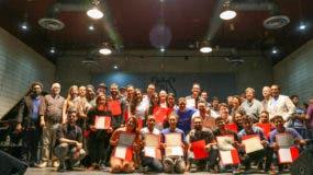 desde-el-an%cc%83o-2016-fundacion-aes-ha-premiado-el-esfuerzo-de-jovenes-musicos-destacados-del-conservatorio-nacional-de-musica