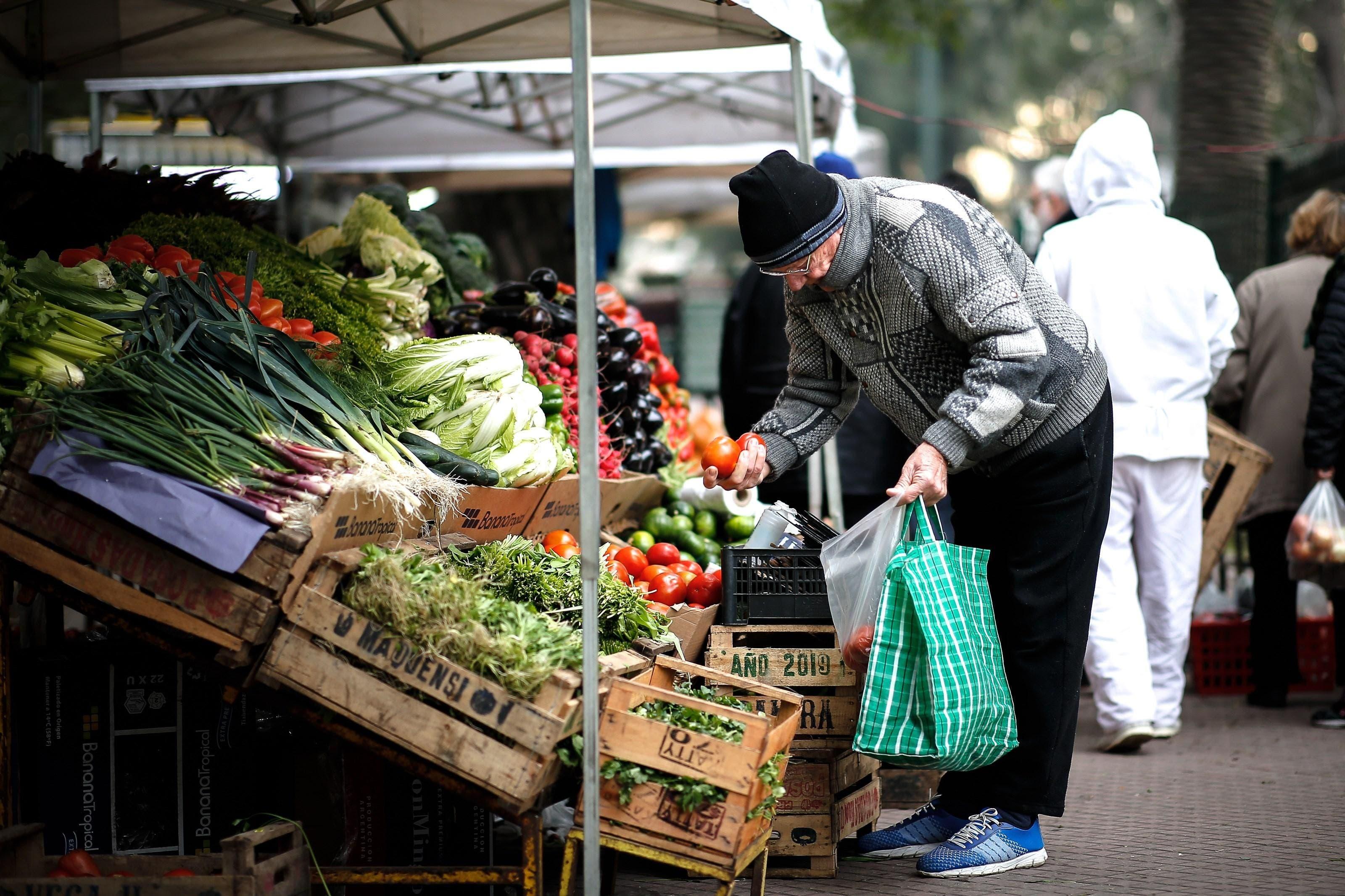 Comercios argentinos comienzan a subir sus precios tras devaluación del peso