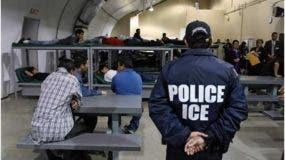 El Departamento de Justicia divulgó la cuenta final, que sitúa en 5.460 niños el total que fueron separados de sus familiares.