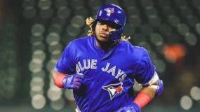 El dominicano de 20 años de edad batea para .274 con 14 vuelacercas y 54 carreras empujadas en 93 juegos por Toronto esta campaña.