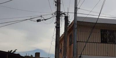 Edeeste indicó que hubo un inconveniente con una subestación en Sabana Perdida que fue resuelta, pero moradores siguen desesperados sin el servicio eléctrico.