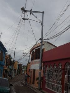 Moradores amanecen en vela, debido a la fuerte sensación de calor y la falta de energía eléctrica.