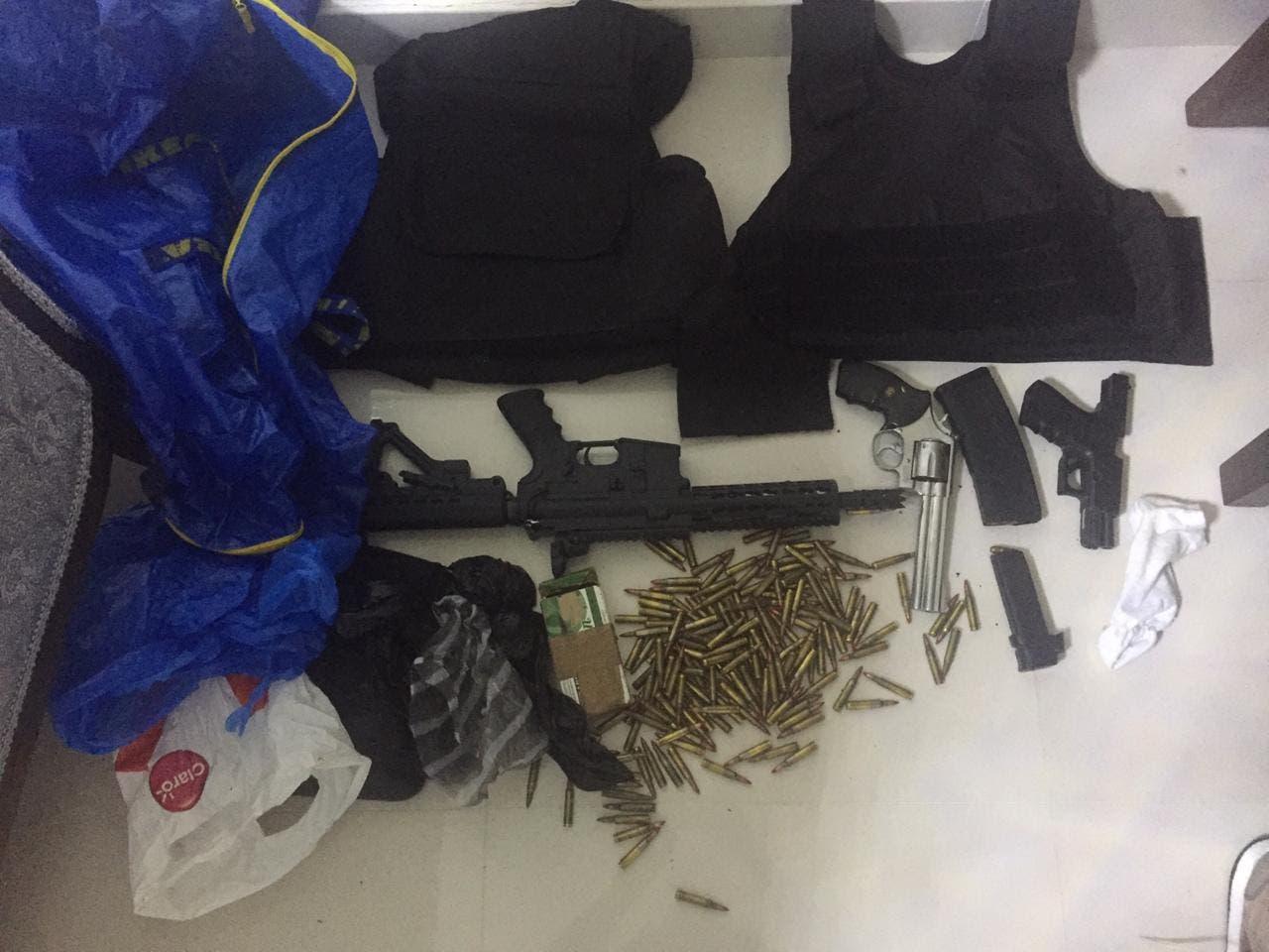 Armas ocupadas en el apartamento de Baltazar Mesa, según las autoridades.