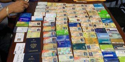 Parte de los documentos recuperados por la Policía.