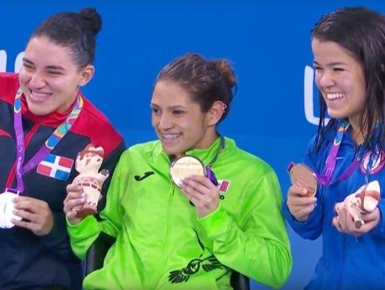 Alejandra Aybar gana medalla de plata con la ayuda de Dios en natación de juegos ParaPanamericanos de Lima