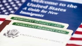 main-trump-green-card-cambio-shutterstock_232231384