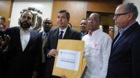 El documento fue entregado por una comisión encabezada por Orlando Jorge Mera.