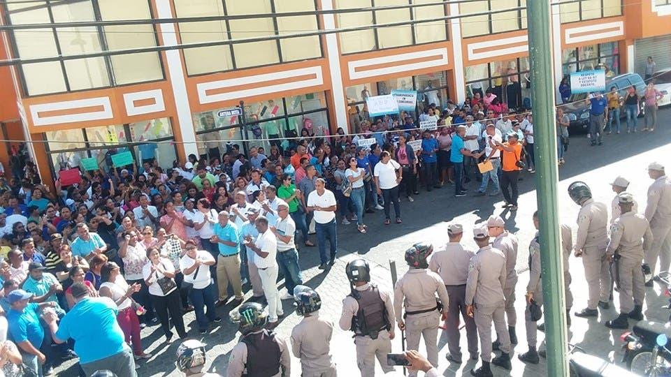 """Maestros puertoplateños protestan """"contra falacias"""" del Concurso de Oposición Docente 2019"""