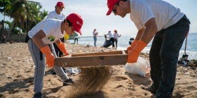 Más de 12 millones de voluntarios de 153 países se dan cita cada año para recoger desechos sólidos de playas, ríos y humedales.