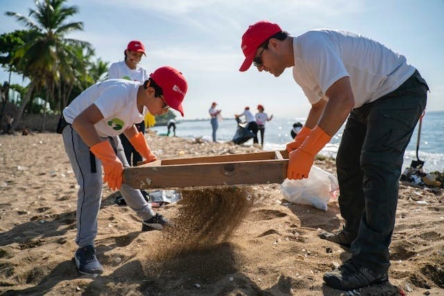 Bancamérica se une a limpieza de playas