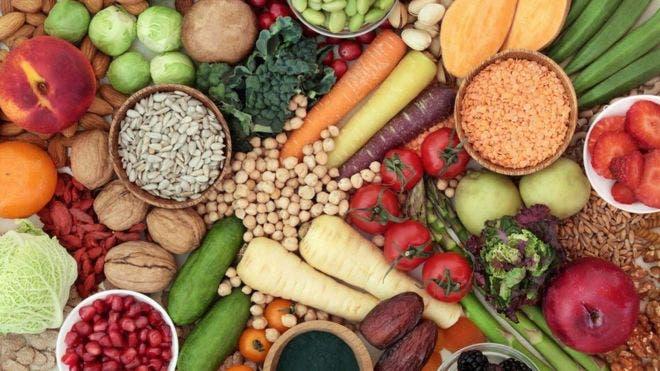 Estudio alerta que las dietas vegetariana y vegana aumentan accidentes cerebrovasculares (aunque sean buenas para el corazón)