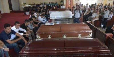 Compañeros de estudios lloraron pérdida de los cinco adolescentes. fuente externa