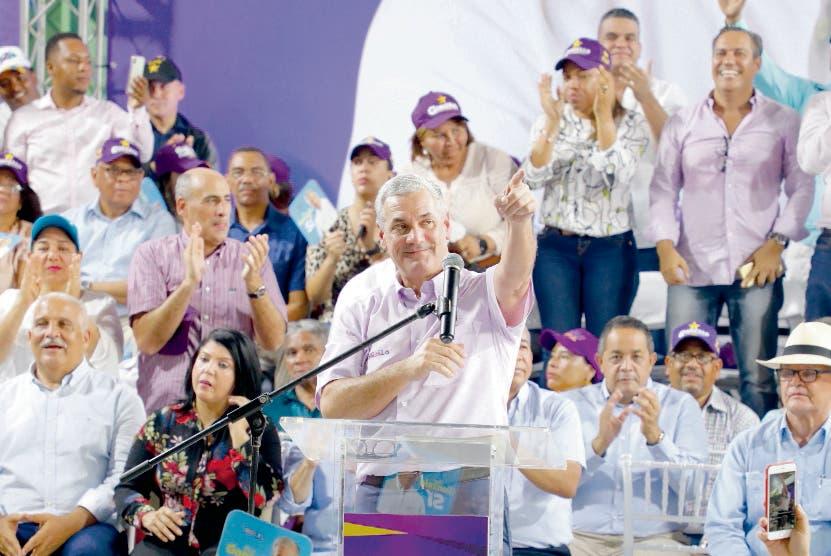 Gonzalo Castillo recibe apoyo en Sánchez Ramírez