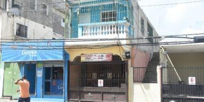 Esta casa de dos niveles fue la que originó que un hijo asesinara a su madre.  Alberto Calvo.