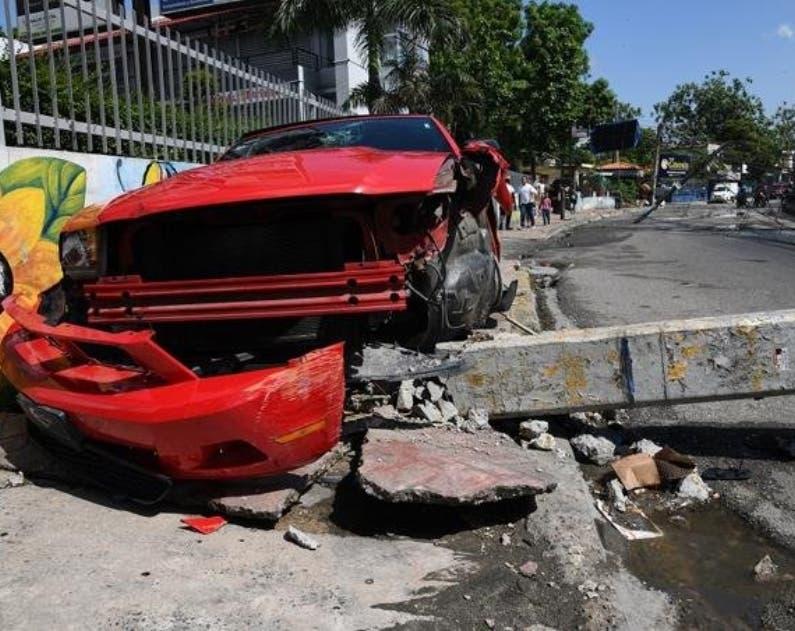 El vehículo fue removido horas después por una grúa.