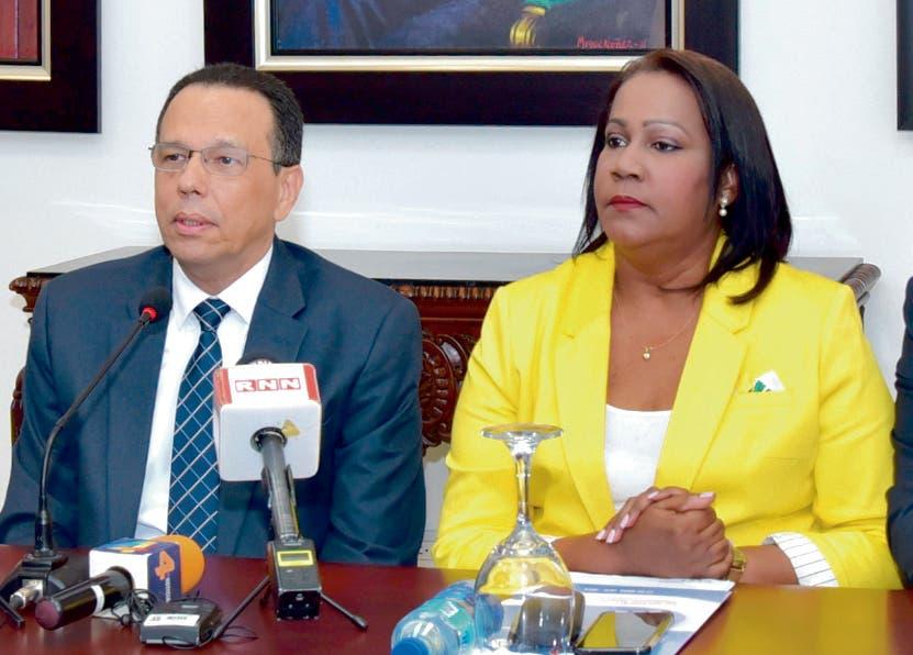 Antonio Peña Mirabal y Xiomara Guante en el encuentro.
