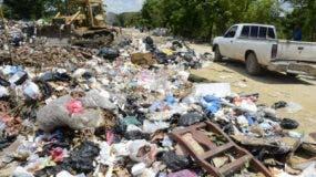 Camioneros lanzan desperdicios a todas horas . José de León