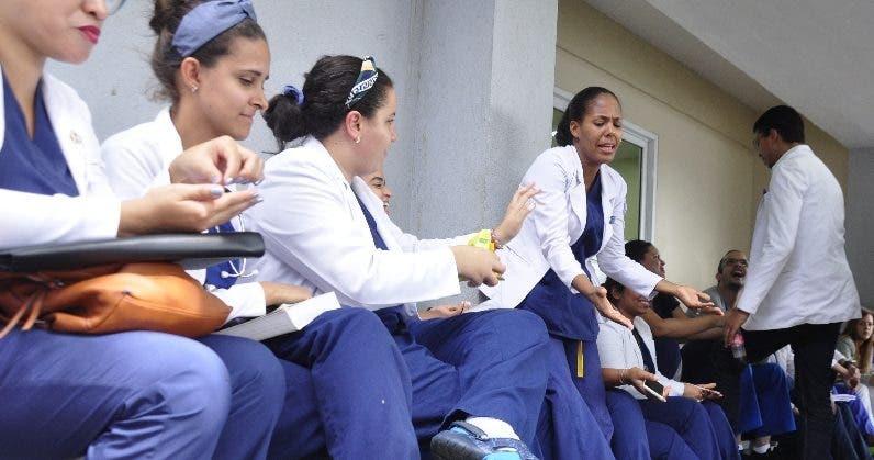 Unos  300 médicos no ofrecieron consultas ayer. Archivo