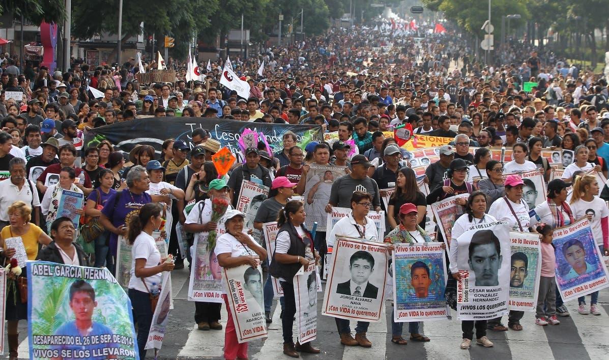 Los familiares piden justicia a cinco años de la desaparición de los estudiantes mexicanos.