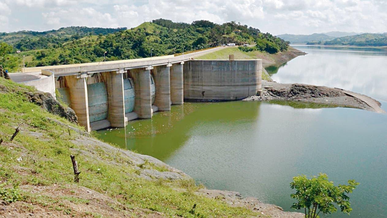 Las autoridades  monitorean el desenvolvimiento de las presas en todo el país.  archivo