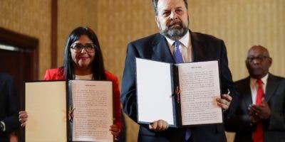 El acuerdo marca la primera gran división de la oposición a   Nicolás Maduro desde que Juan Guaidó se declaró  presidente.