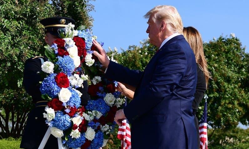Donald Trump depositó   ofrenda floral conmemorativa.