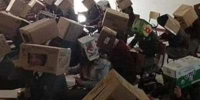Las  cajas  tenían  agujeros   para los ojos.