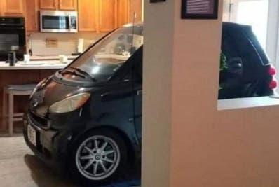 """Estacionó su auto en su cocina por """"Dorian"""""""