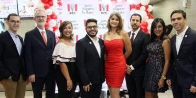 Juan Briseño, Jaime Montealegre, Emely D' Óleo, Iván Hernández, Antoinette Then, Javier Casasnovas, Vanessa Gonzales y Pablo Girard.