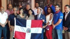 El embajador dominicano en China, Briunny Garabito Segura, celebra junto a periodistas y dirigentes quisqueyanos  el triunfo frente a Alemania y el pase a la segunda ronda del Mundial.