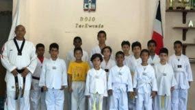 El equipo de taekwondo del club Arroyo Hondo.