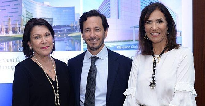Ana Luisa Uria, Roberto Cubeddu y Julieta Javier, durante el encuentro.