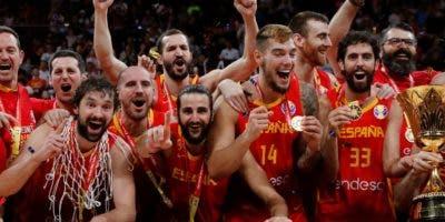 Integrantes del equipo español celebran el campeonato, tras disponer de Argentina.