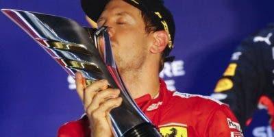 Sebastian Vettel celebra con júbilo su triunfo en la F1.