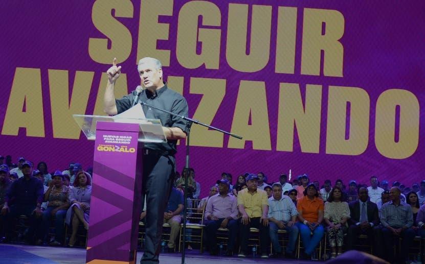 Castillo habla en el acto del Palacio de los Deportes. JOSÉ DE LEÓN