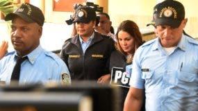 Marisol Franco tras su salida la tarde de ayer de la sala de audiencias de la Fiscalía del Distrito Nacional.  Alberto Calvo