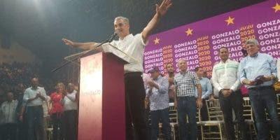 Castillo    ha venido recibiendo el respaldo   de influyentes sectores políticos.  Archivo
