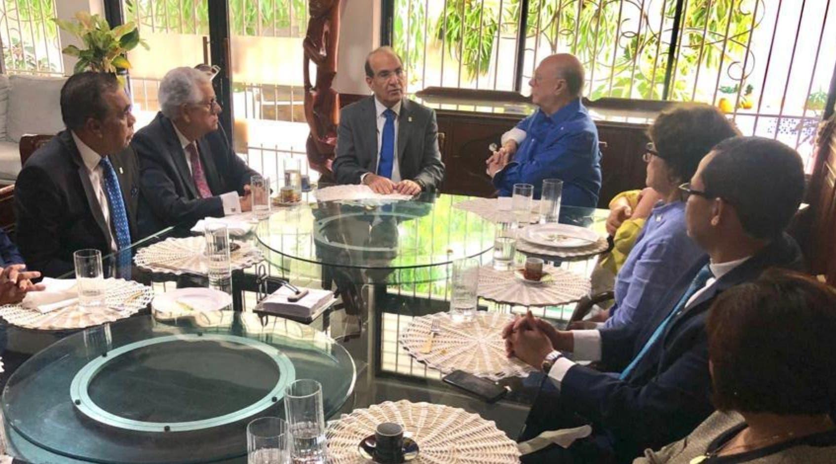Hipólito Mejía se reunió en su residencia con el Pleno de la Junta Central Electoral para hablar de varios temas.  fuente externa