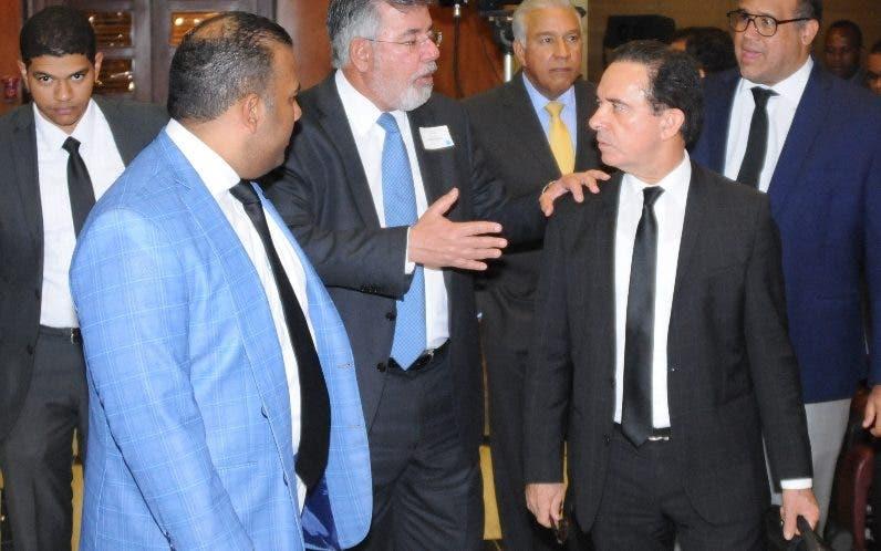 Víctor Díaz Rúa y Andrés Bautista y sus abogados.  josé adames