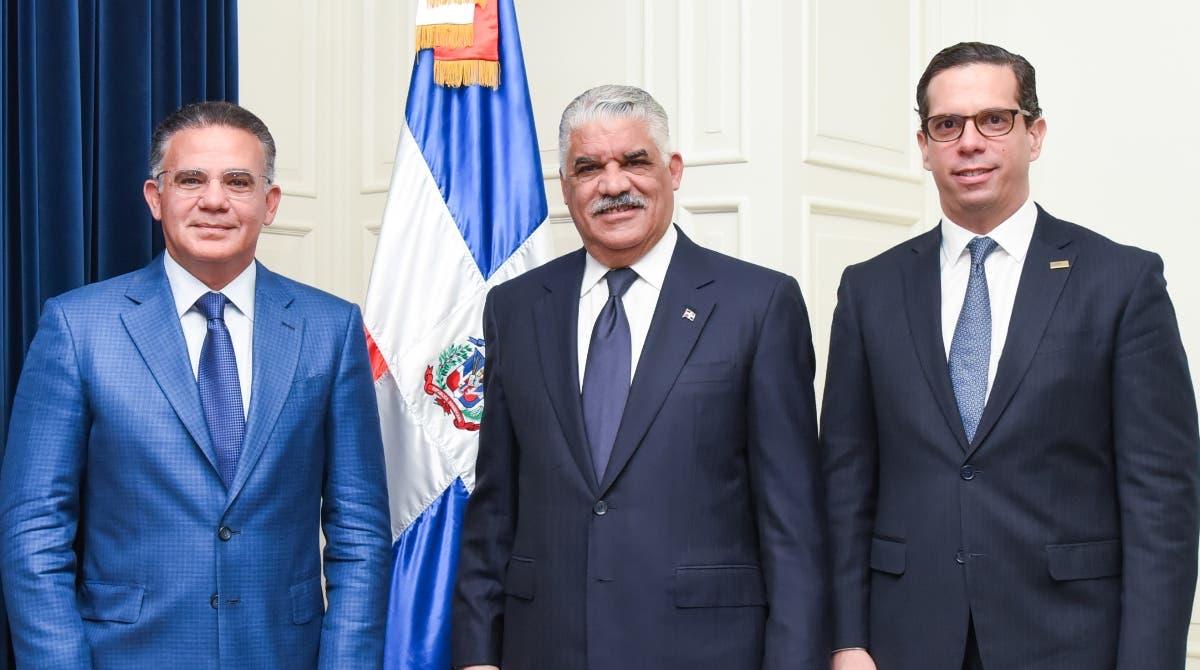 Pedro Brache, Miguel Vargas y César Dargam durante el encuentro.  fuente externa