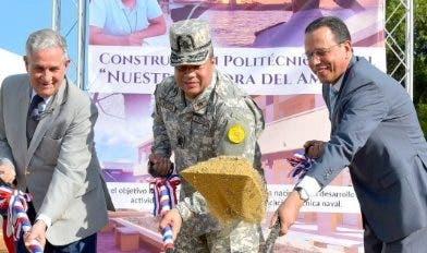 José J. Puello, Recio Segura y ministro de Educación dan palazo.
