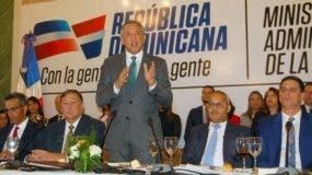 Ministro José Ramón Peralta durante el encuentro con la prensa en Palacio.  FUENTE EXTERNA
